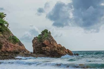 banana rock beach phuket